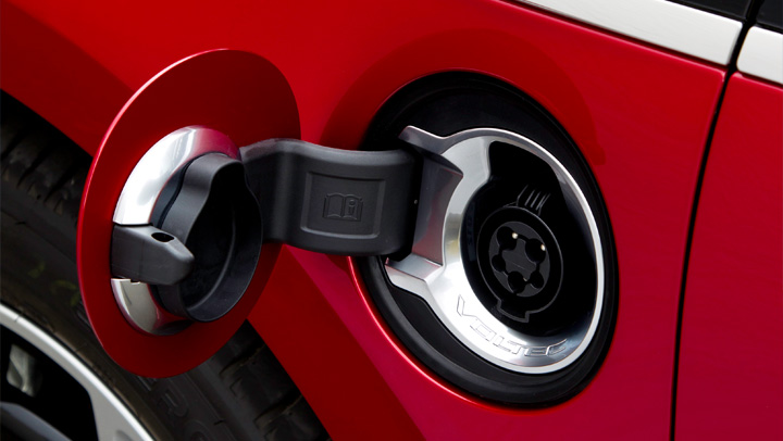 Гніздо_зарядки_Opel_Ampera_фото