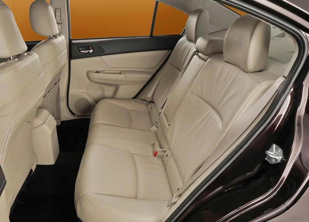 Задні сидіння Subaru Impreza фото