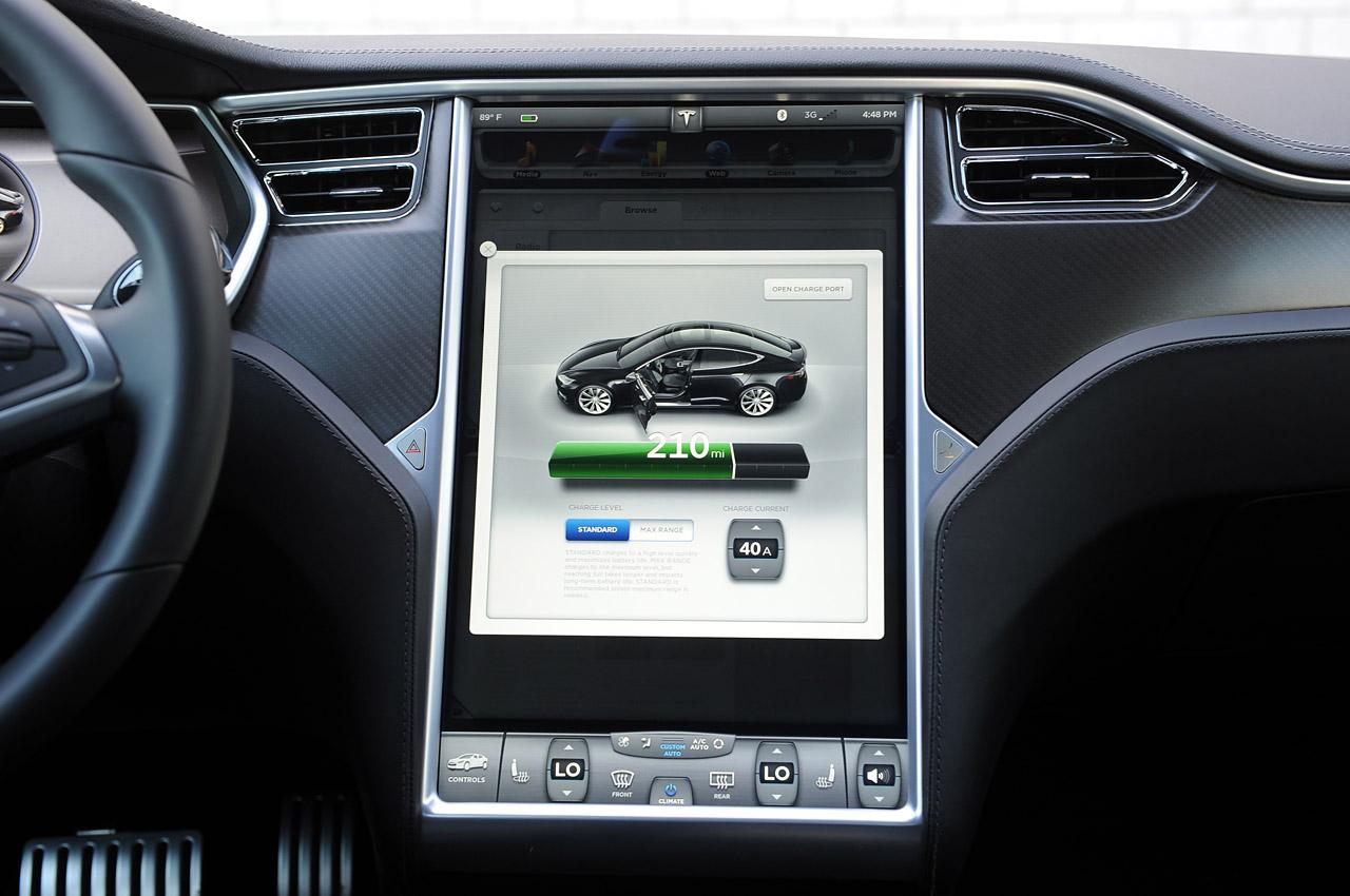 Медійна система Тесла Модель S