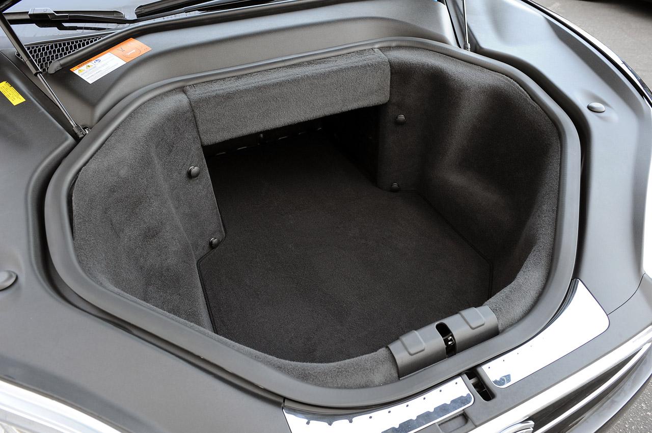 Передній багажник Tesla Model S