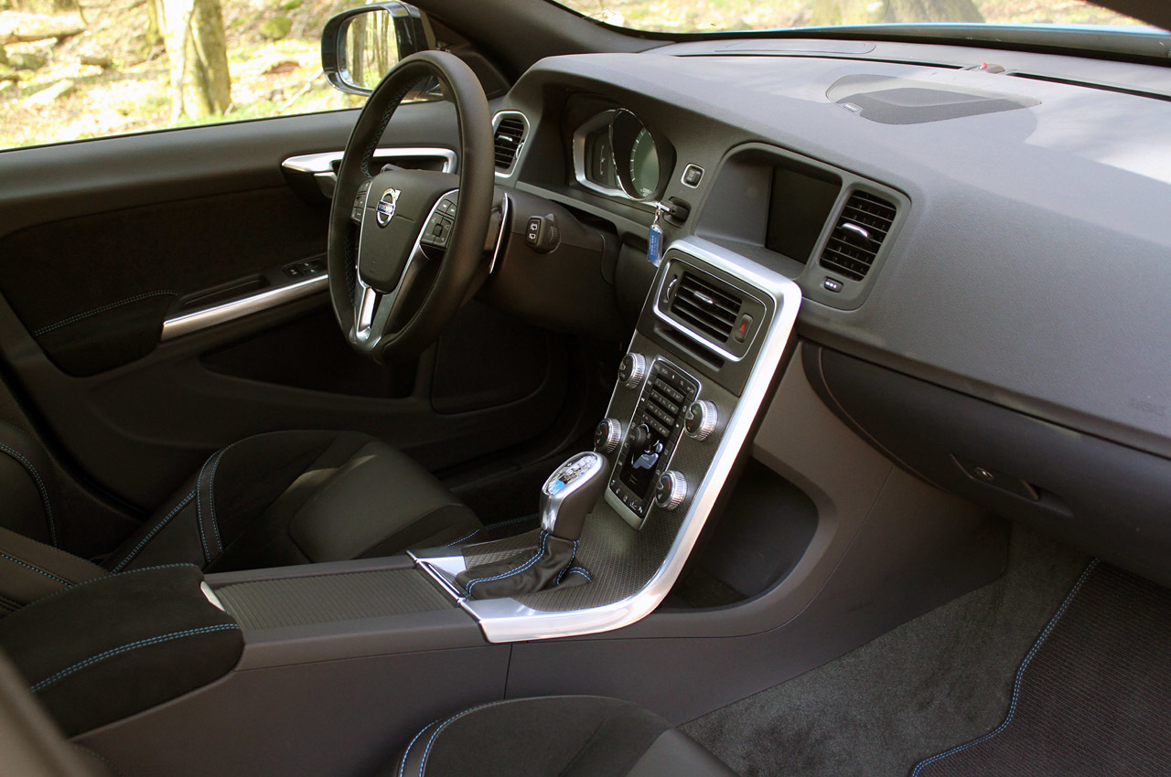 Салон Volvo v60 фото