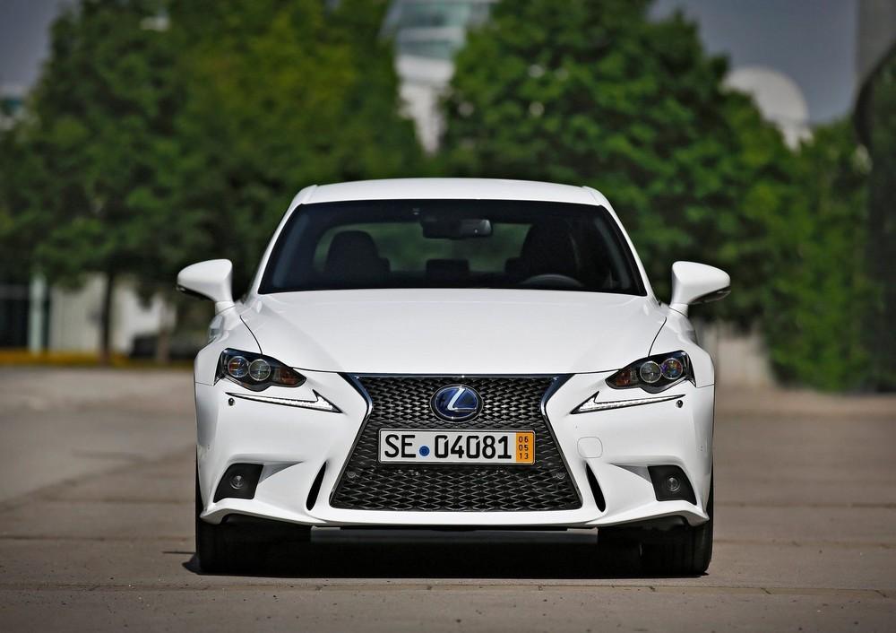 Фото Lexus IS 300h