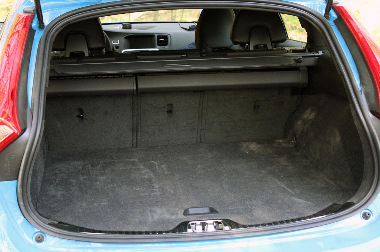 Фото Volvo v60 багажник