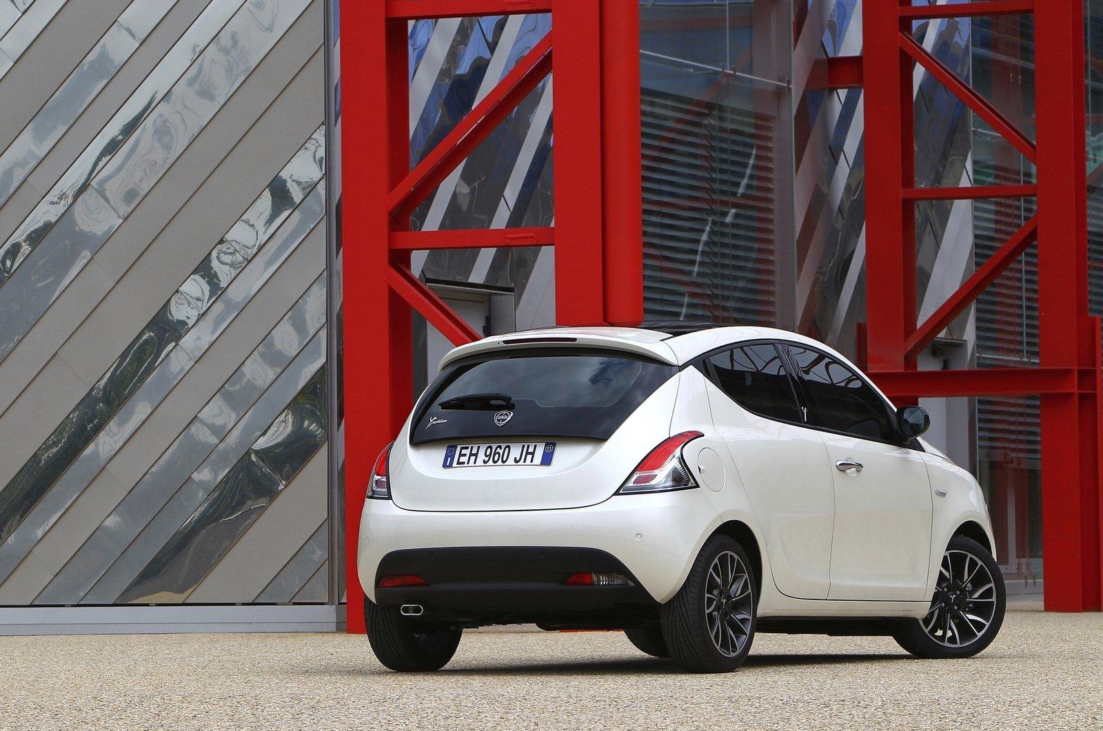 Хетчбек_Lancia_Ypsilon_2012