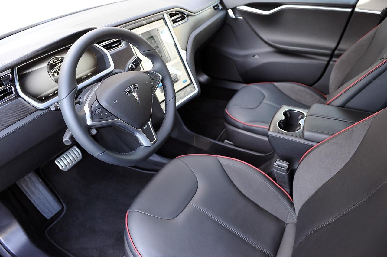 фото Tesla Model S салон