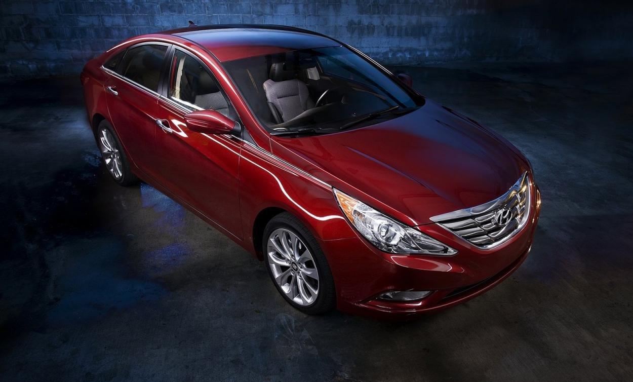 Hyundai_Sonata_фото_2013