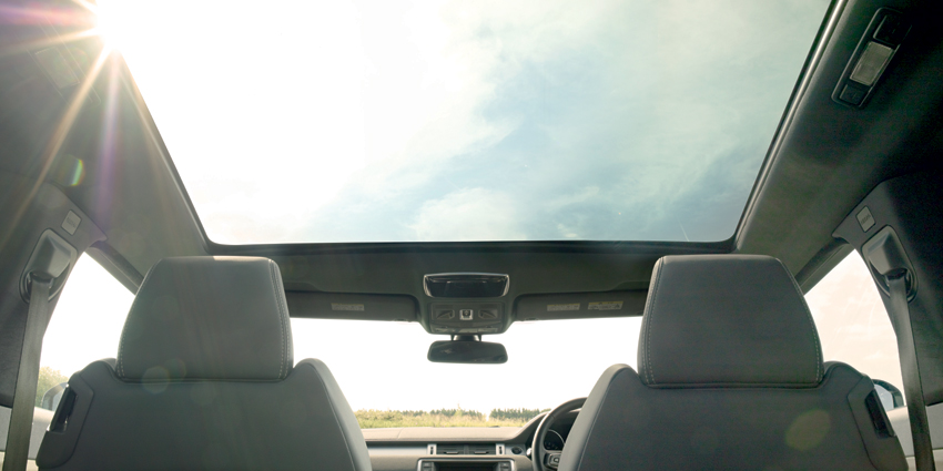 Range_Rover_Evoque_-_Фіксований_панорамний_дах