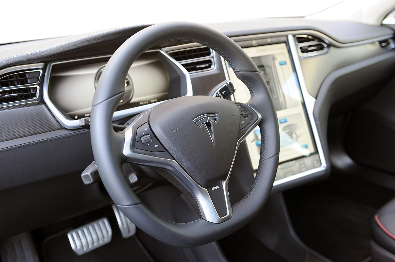 Tesla Model S в Україні