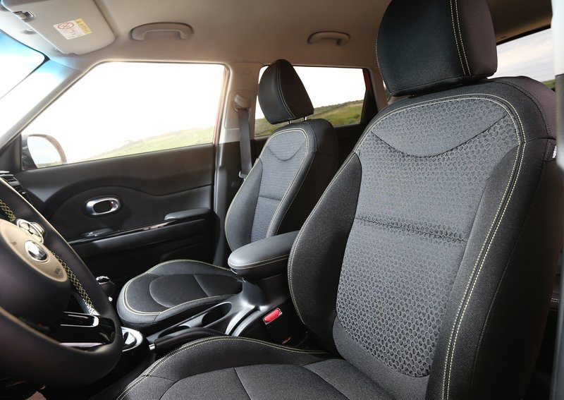 Кіа Соул 2014 передні сидіння