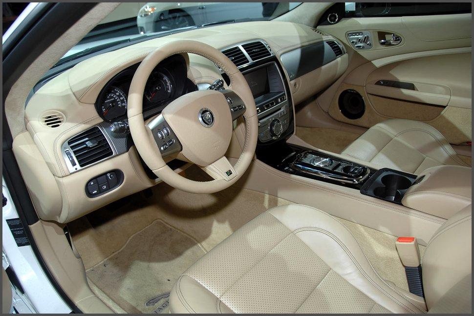 Салон-Jaguar XKR-фото