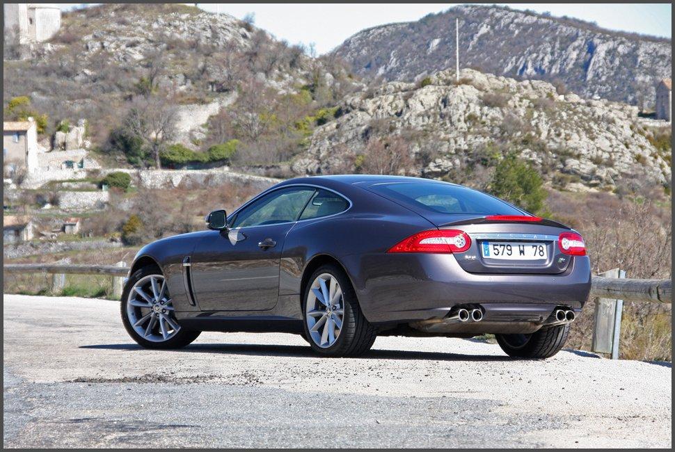 Фото-Jaguar XKR-2011