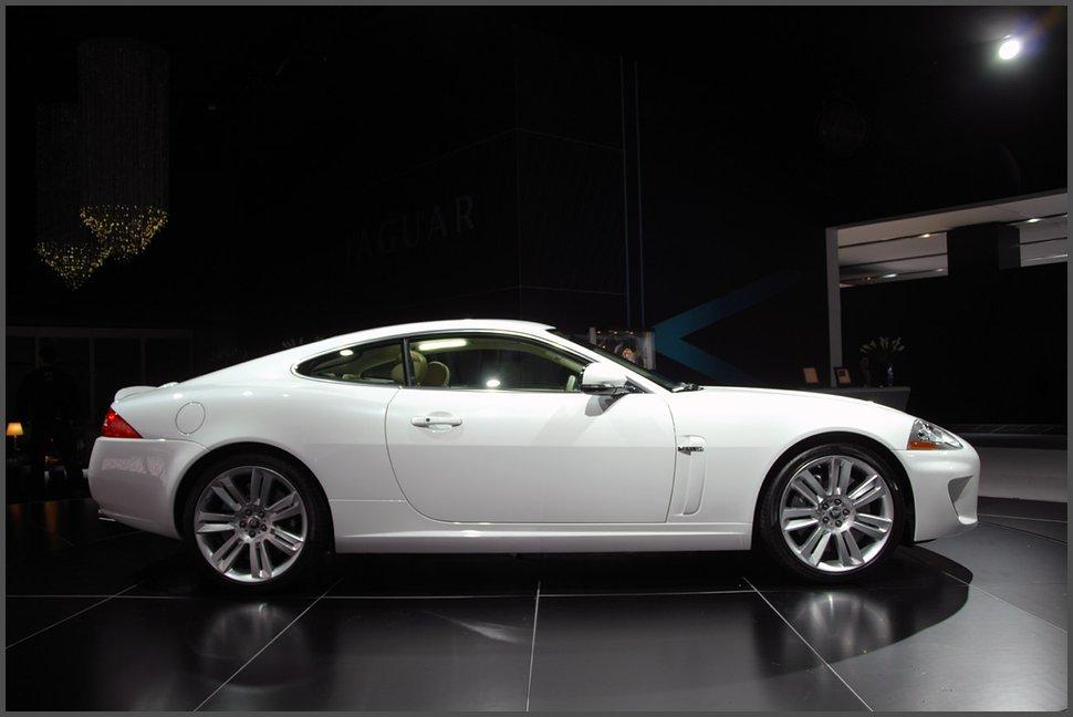 Фото-Jaguar-XKR