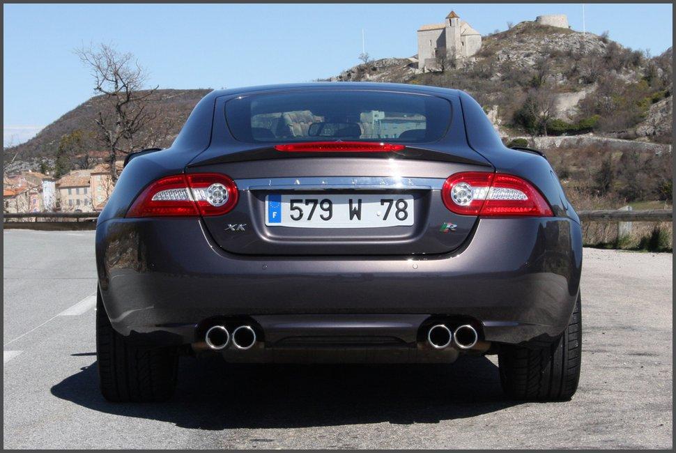 2011-фото-Jaguar XKR