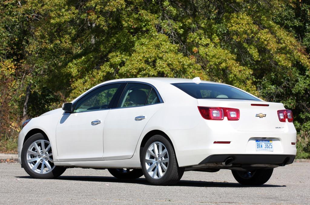 Білий Chevrolet Malibu фото 2014