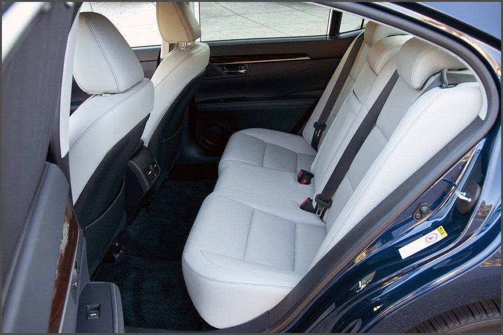 Задні сидіння Lexus ES 350 фото