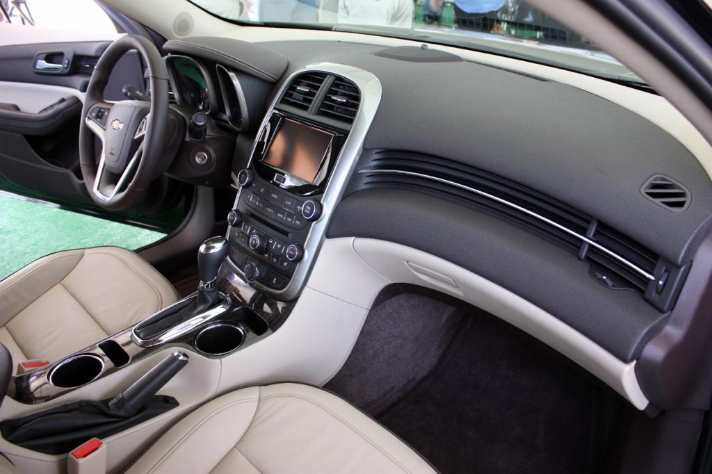 Chevrolet Malibu 2014 - Салон