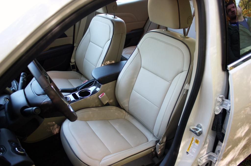 Chevrolet Malibu 2014 - передні сидіння