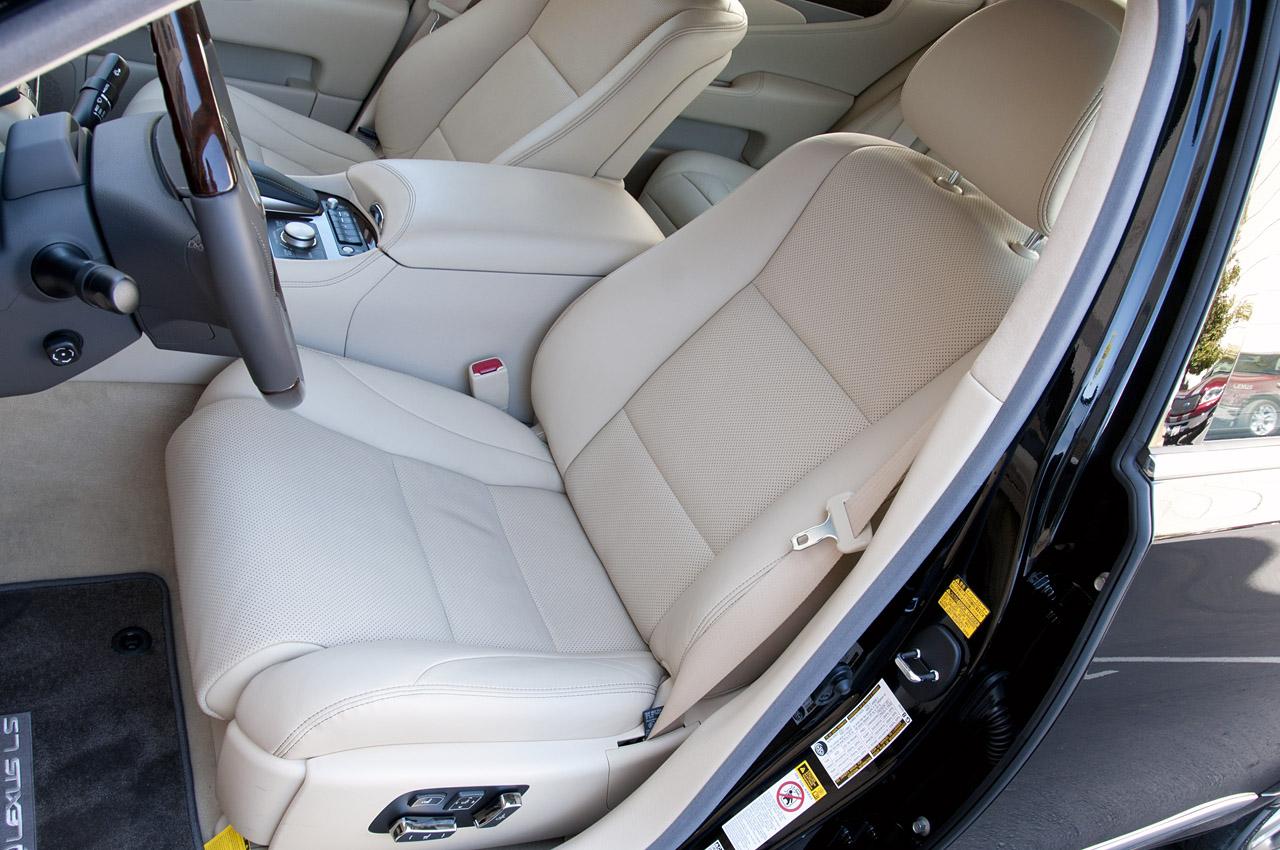 Lexus LS - передні сидіння