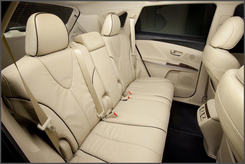 Toyota Venza - задні сидіння