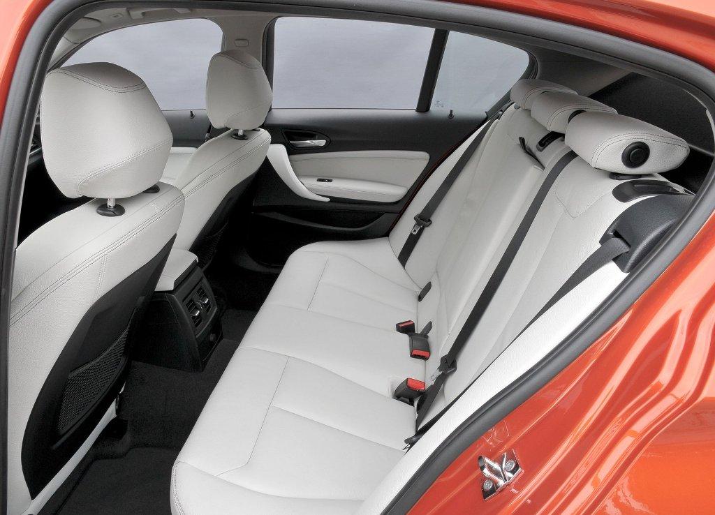 BMW 1 Series - задні сидіння