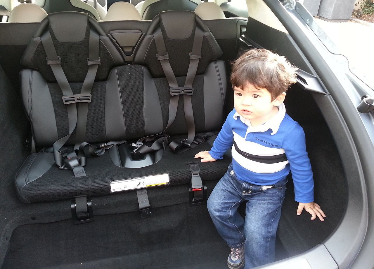 Тест-драйв Tesla Model S - задній багажник