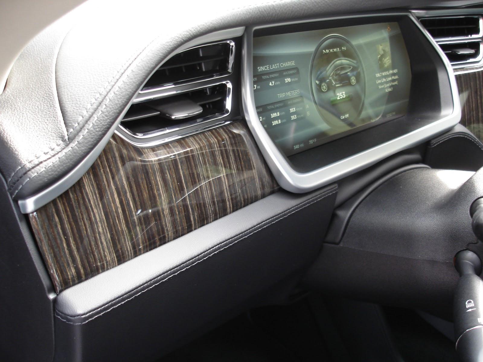 Тест-драйв Tesla Model S - приладова панель
