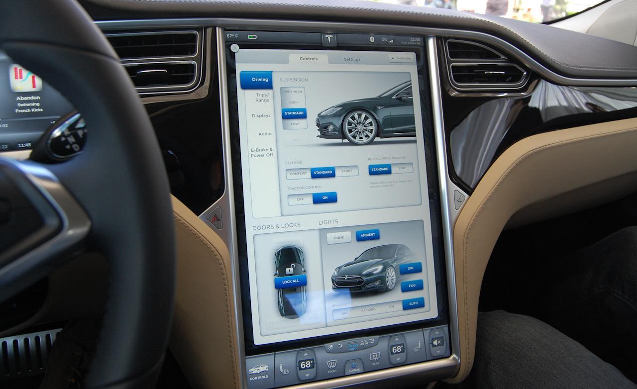 Тест-драйв Tesla Model S - центральний дисплей