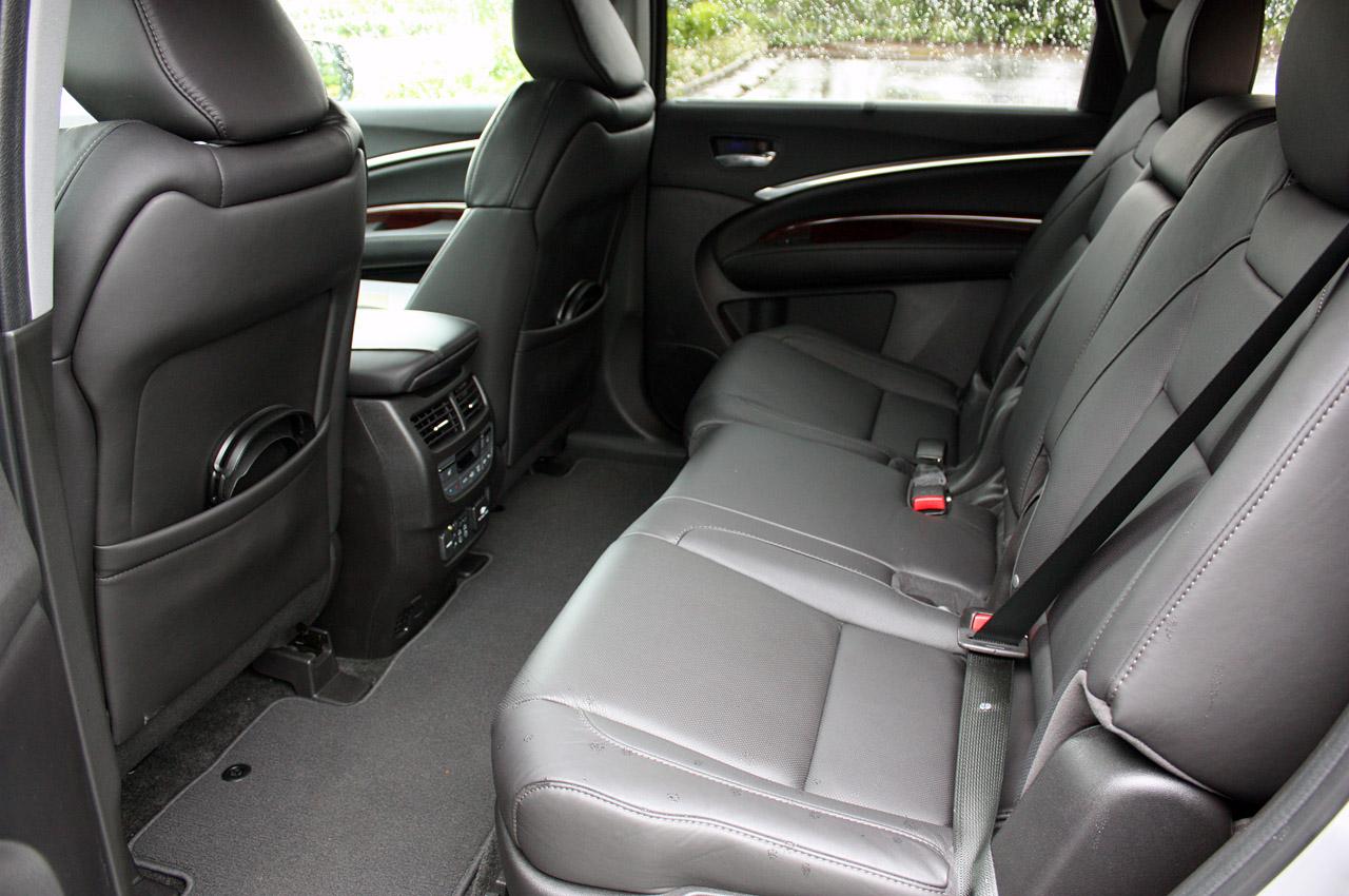 Фото Acura MDX 2014 задні сидіння