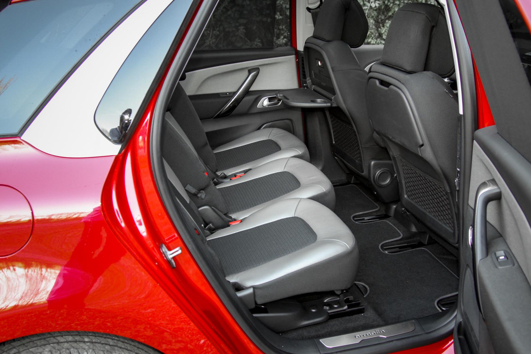 Фото Citroen C4 Picasso задні сидіння