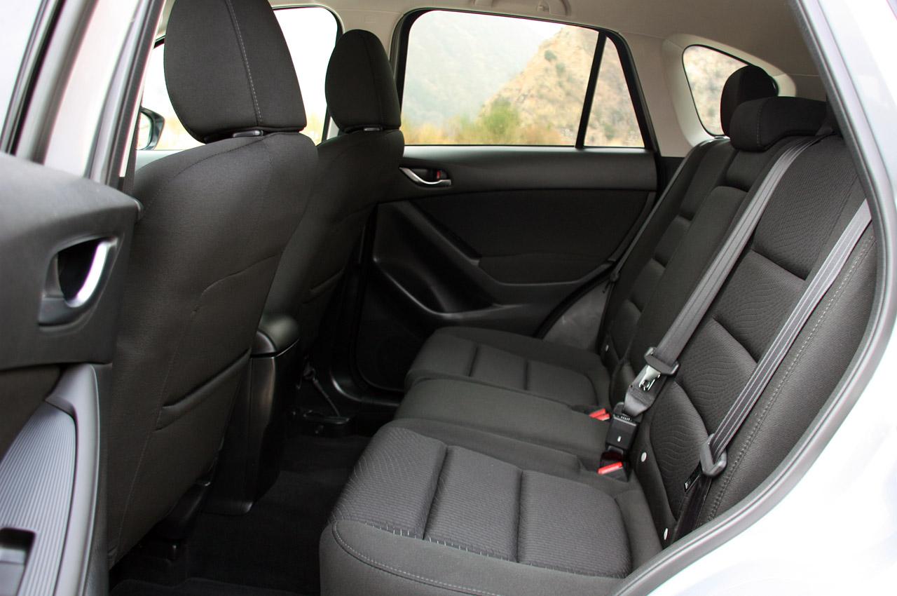 Mazda CX-5 фото задні сидіння