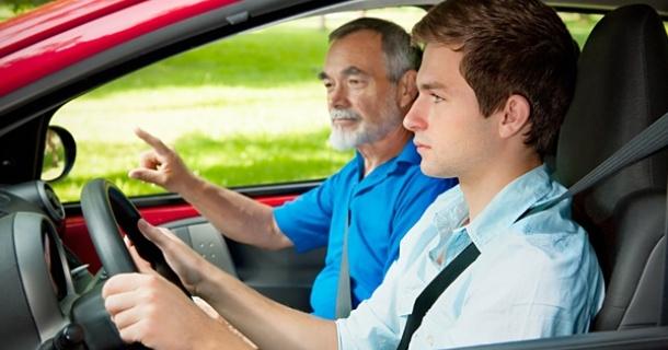 Як вибрати інструктора по водінню